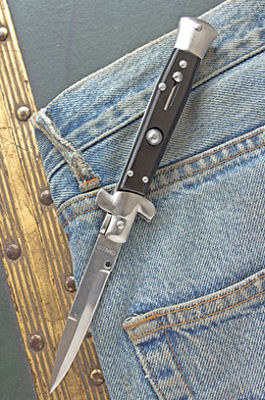Switchblades and Assisted-opening Knives – The Difference