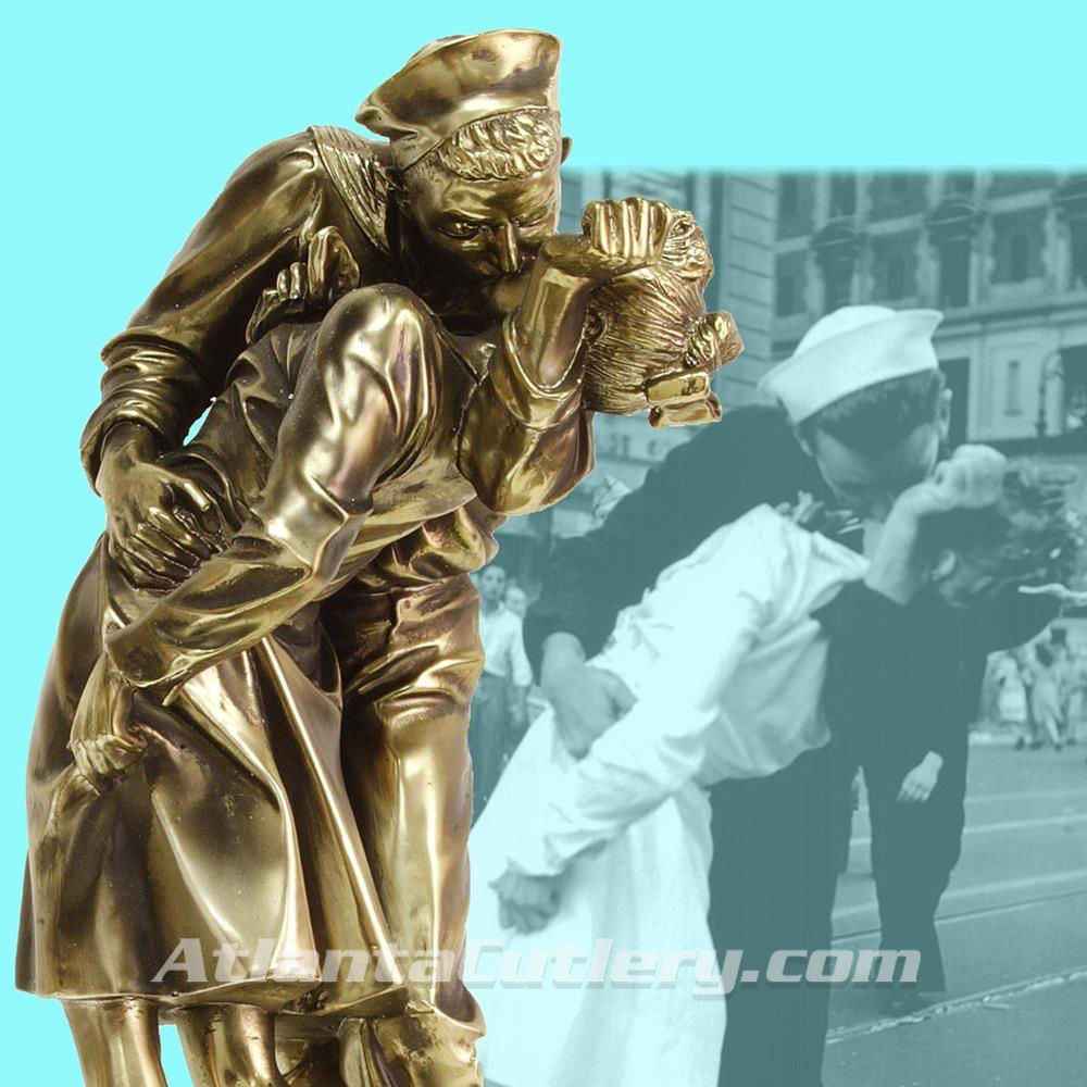 Picture of V-J Day Kiss Captured in Sculpture