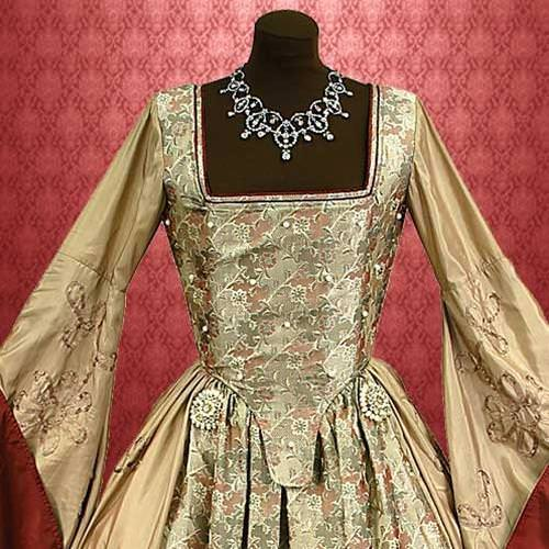 Picture of Anne Boleyn Gown
