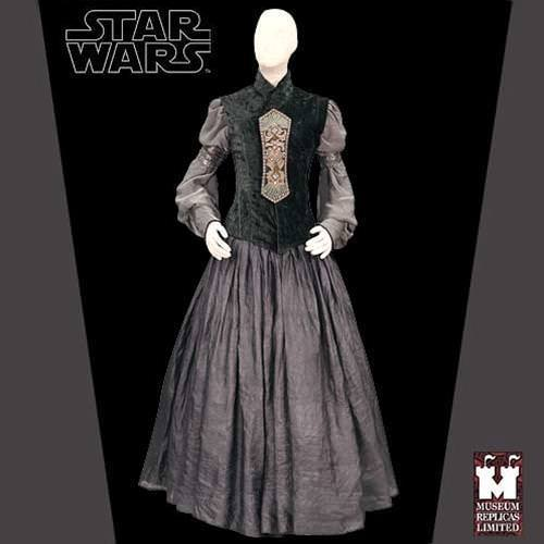 Picture of Padme Apartment Gown with Shoes