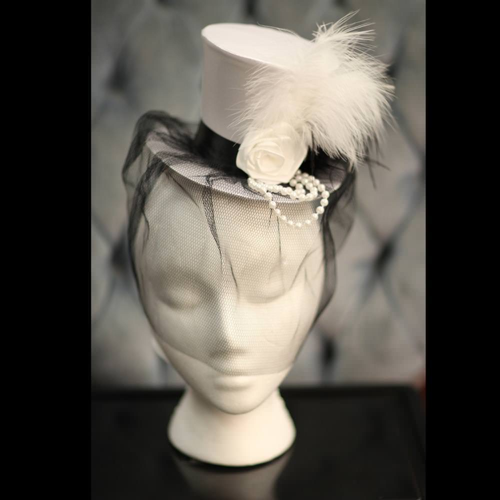 Picture of Mini White Top Hat & Veil