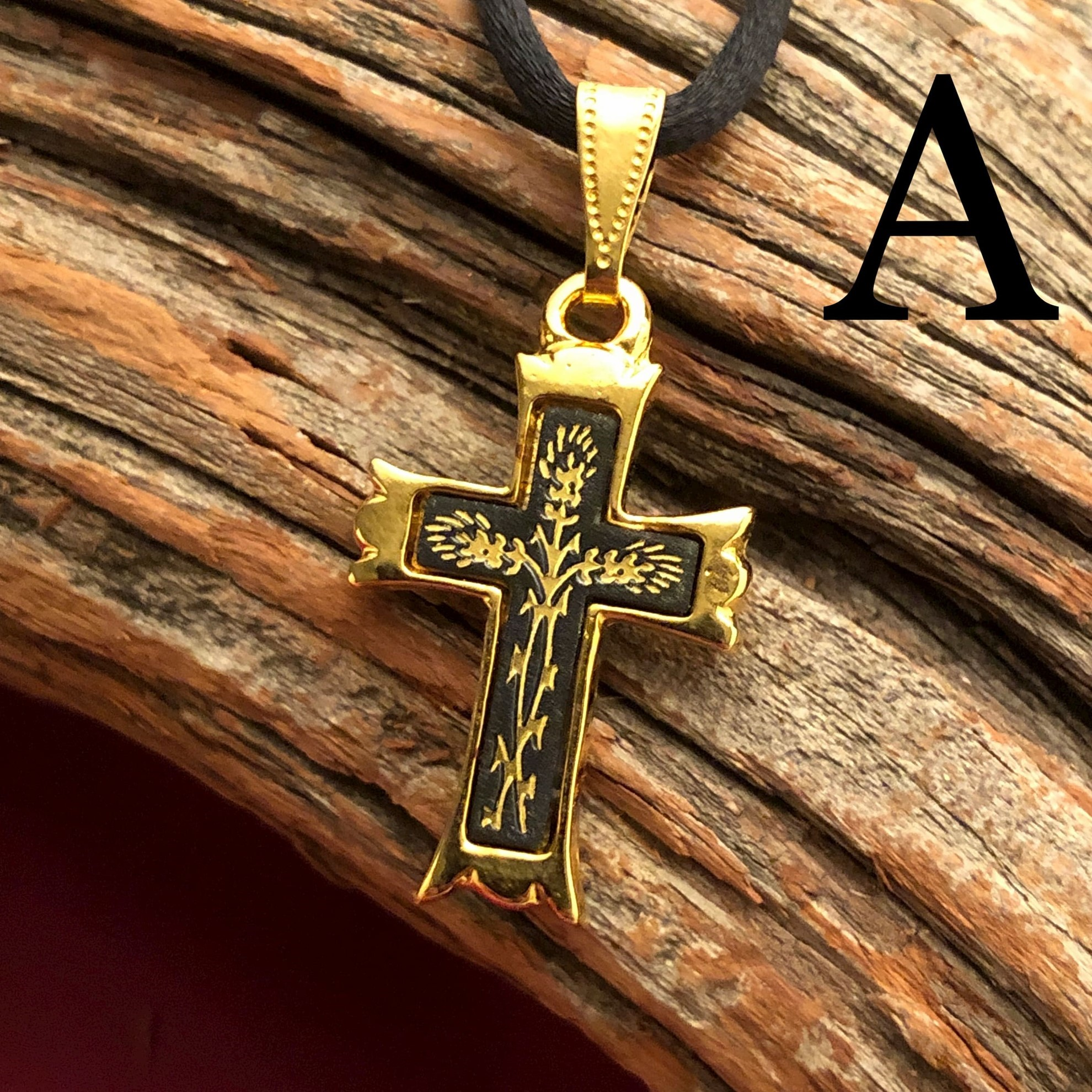 Small Gold Cross Pendant - Pointed Style - Pattern A