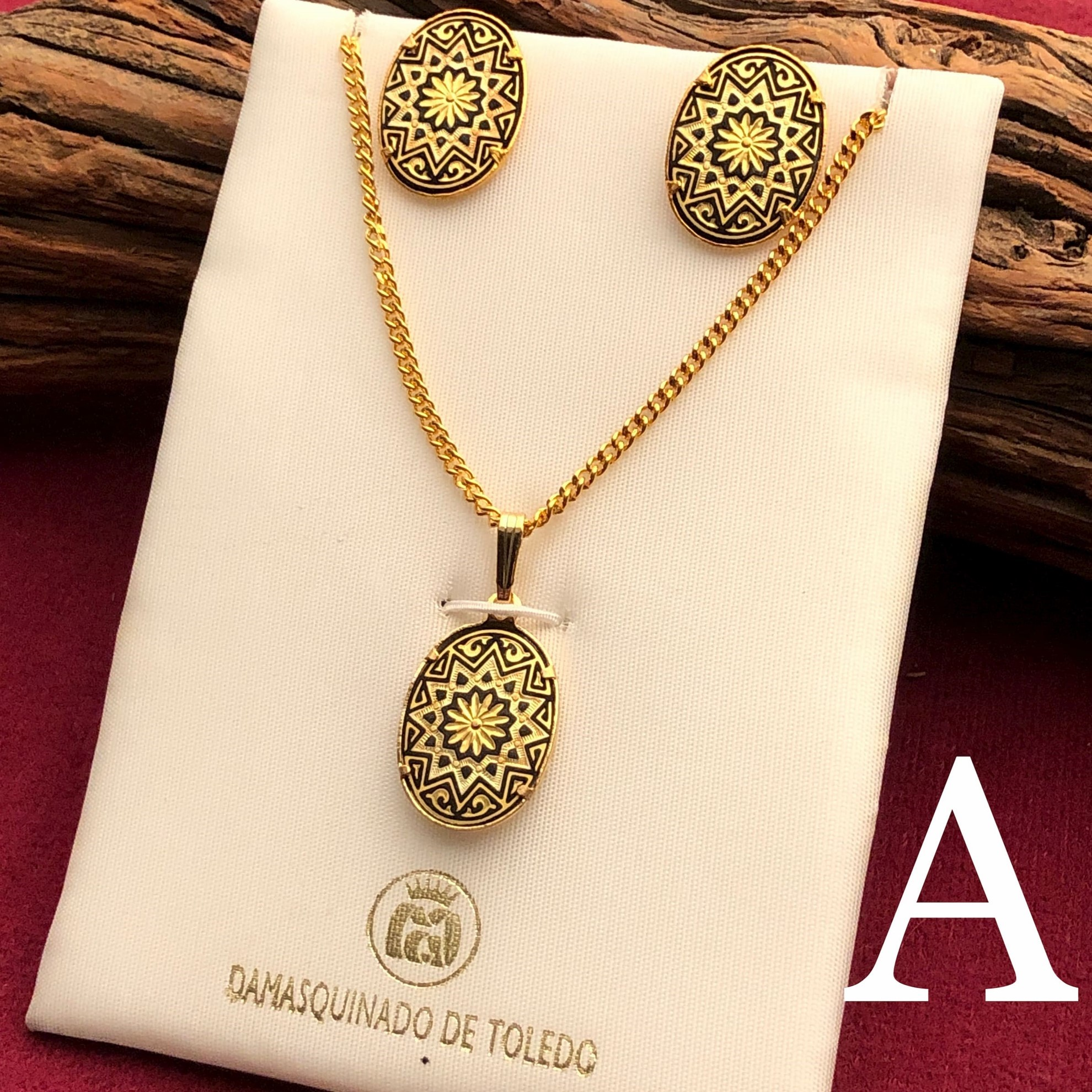 Gold Ovular Pendant and Earrings Set - Pattern A