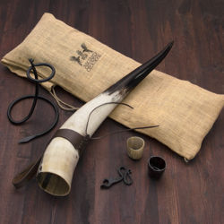 Thor's Horn Drinking horn Set with iron stand, leather frog, 2 horn shot glasses and iron bottle opener, all in a jute bag